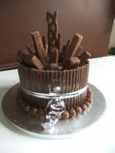 Simple Chocolate Cake Decorating Ideas Flake White Icing